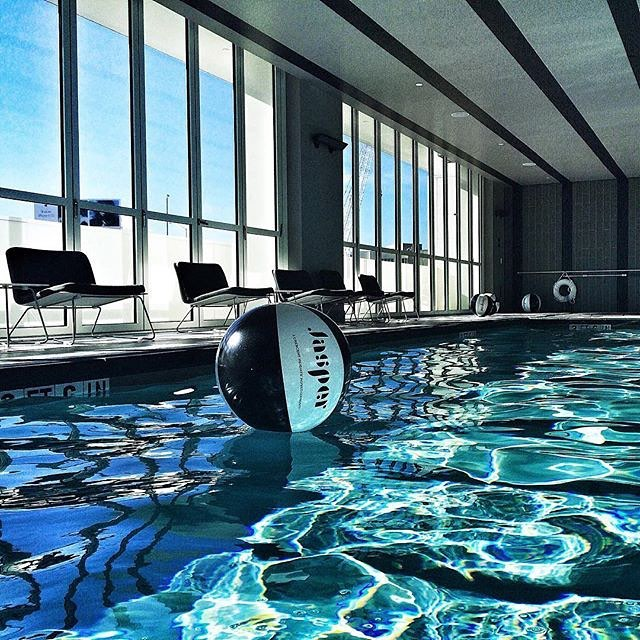 @sincerelyours_julia #regram Perfect #Jasper morning #beachball #poolparty #swimwithviews #urbanliving #sincerelyyours #rentjasper #livejasper #CHInspired #luxuryapartments