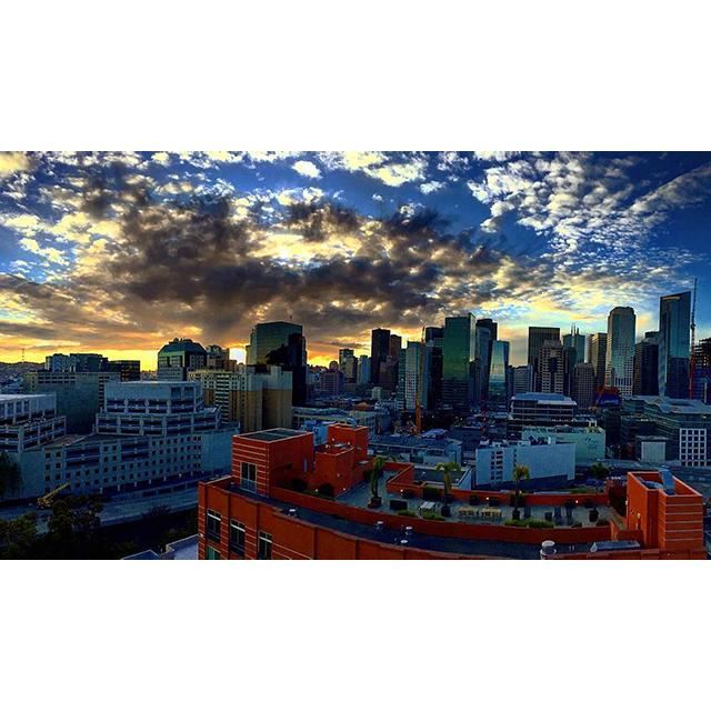tsluca Monday, sometimes I actually like you #balconyview #sunset #sanfrancisco #california #skyline